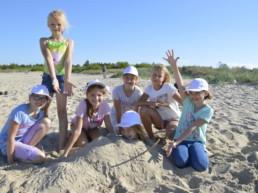Dzieci w trakcie kolonii nad morzem